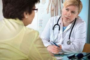 Cần tham khảo ý kiến bác sĩ để điều trị bệnh béo phì ở người cao tuổi