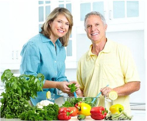 Chăm sóc người cao tuổi mắc bệnh suy thận cần quan tâm đến chế độ dinh dưỡng