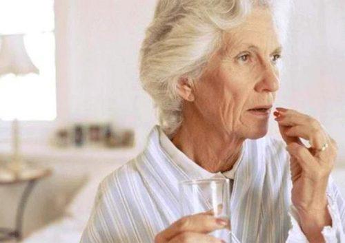 Người già cần lựa chọn loại thuốc bổ phù hợp