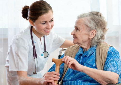 Khi mắc bệnh cần cho người bệnh tới cơ sở y tế thăm khám
