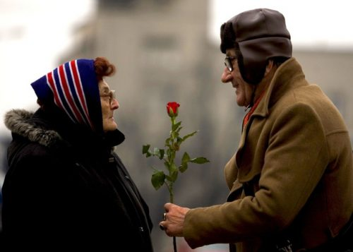 Người già không phải trái tim đã khô cằn