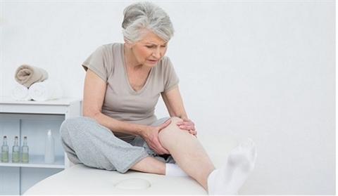 Người già mắc các bệnh xương khớp, lao phổi có sức khỏe không ổn định nên sử dụng dịch vụ chăm sóc người già