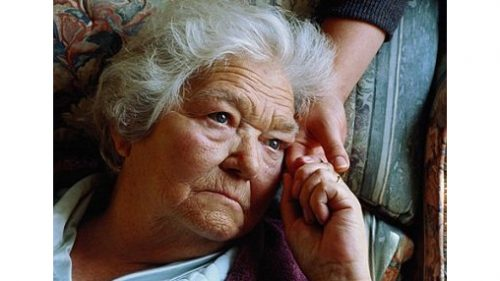 Người già neo đơn đang báo động trên toàn thế giới