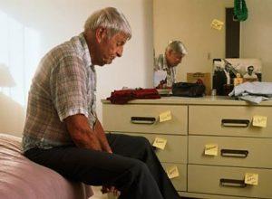 Khi mắc bệnh người già thường bị suy giảm sức khỏe và hệ thần kinh