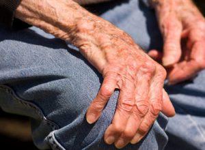 Bệnh run tay sẽ không nguy hiểm nếu điều trị kịp thời