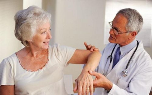 Bệnh run tay có thể do di truyền từ người thân