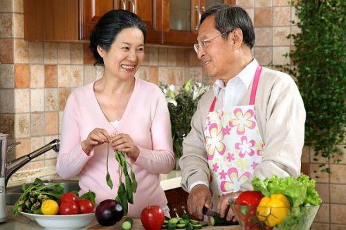 Khi về già chế độ dinh dưỡng cần được quan tâm nên hàng đầu