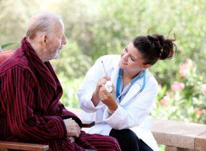 Khi mắc bẹnh người bệnh nên tới cơ sở y tế thăm khám