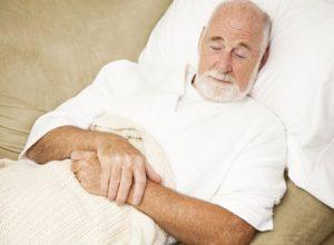 Khi bị mắc bệnh người già cần được chăm sóc đặc biệt
