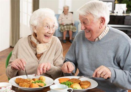 Thức ăn cho người già tốt nhất nên chế biến dưới các dạng hấp luộc
