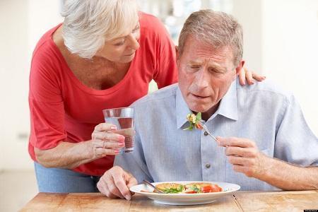 Vì sao người cao tuổi dễ bị thiếu vitamin?