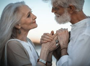 Dù giàu snag hay nghèo khổ thì người già hãy sống một cuộc đời trọ vẹn