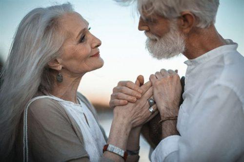 Người già họ cũng khao khát được yêu thương