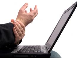 Nguyên nhân và cách chữa bệnh run tay ở người trẻ