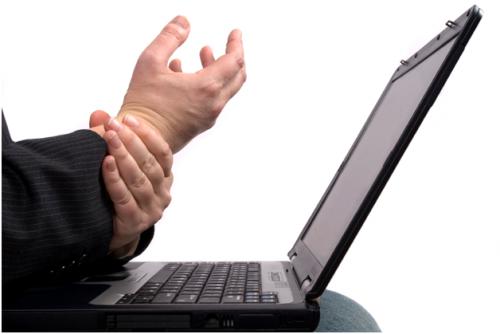 """Căn bệnh run tay đang là mối """"hung thần"""" đe dọa đến đời sống sinh hoạt hàng ngày"""