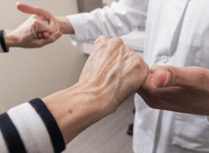 Điều trị bệnh run tay tại các bệnh viện lớn chuyên khoa thần kinh để có những tín hiệu khả quan