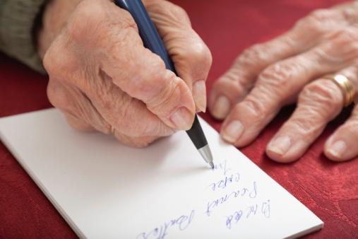 Nguyên nhân gây run và co cứng cơ tay khi viết