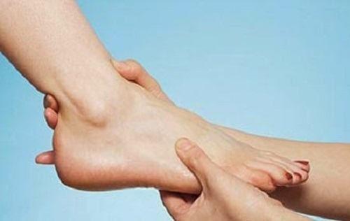 Bong gân là tình trạng tổn thương dây chằng ở khớp cổ chân