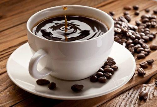 Bệnh nhân bị gãy xương nên kiêng cafe và các thức uống chứa nồng độ cồn cao