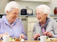 Sử dụng thực phẩm chức năng cho người già có lợi hay có hại?