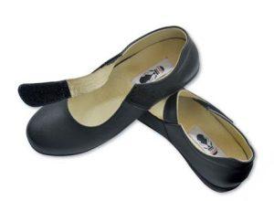 Làm sao để chọn giày cho người già ưng ý?