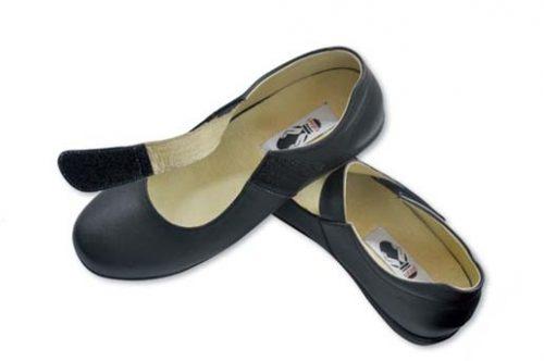 Lấy số đo chân trước khi mua giày cho người cao tuổi