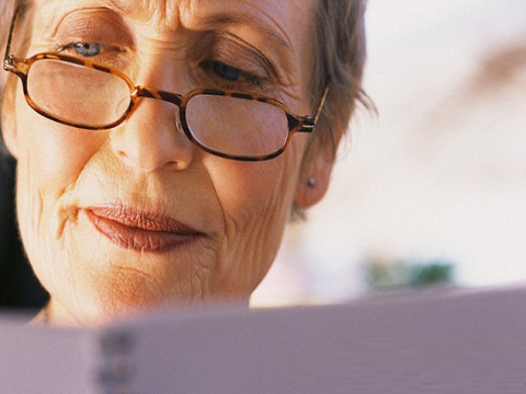 Sử dụng kính lão cho người già thế nào là đúng?