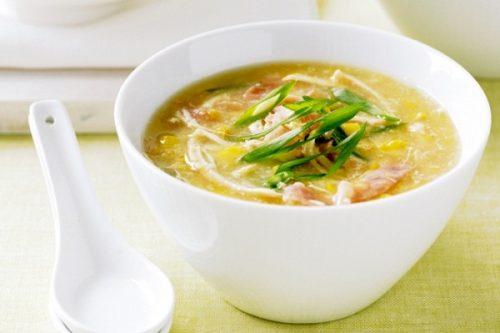 Súp gà là món ăn bổ dưỡng cho người cao tuổi muốn phục hồi sức khỏe