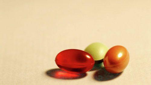 Có nên sử dụng vitamin tổng hợp cho người già hay không?