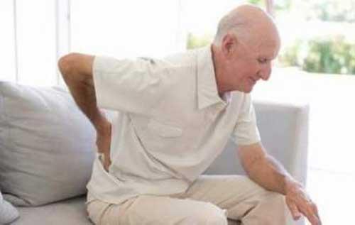 Các triệu chứng của bệnh đau lưng ở người cao tuổi