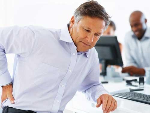 Người cao tuổi cần làm gì khi bị bệnh đau lưng?