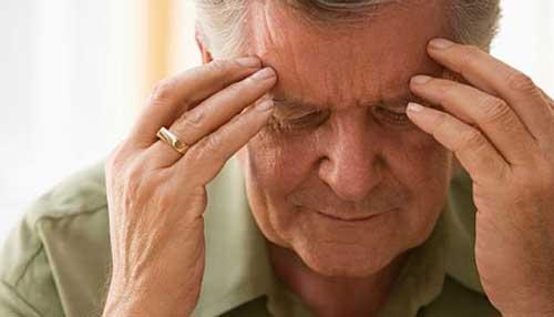Nguyên nhân gây ra chứng đau đầu ở người cao tuổi
