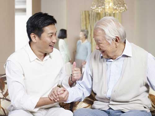 Vệ sinh cá nhân ở người cao tuổi bị lẫn