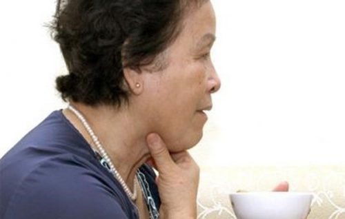 Nguyên nhân gây triệu chứng nghẹn ở người già