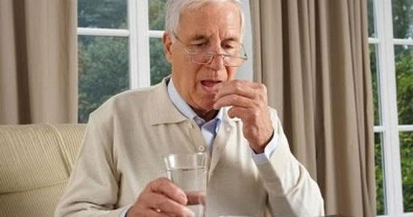 Những lưu ý trong cách sử dụng thuốc cho người cao tuổi