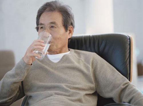 Cách phòng bệnh ở người cao tuổi