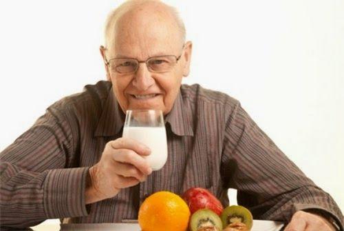 Cách phòng bệnh táo bón ở người cao tuổi