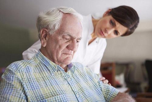 Nên làm gì với chứng trầm cảm ở người cao tuổi?
