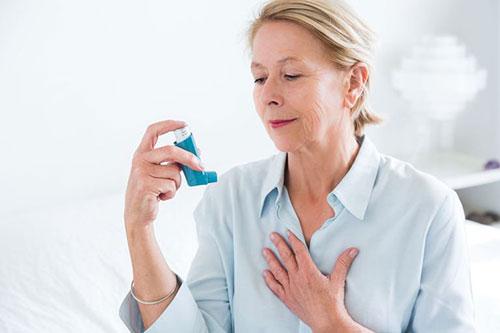 Cách chăm sóc và chữa trị hen phế quản ở người cao tuổi