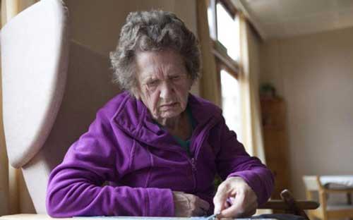 Nguyên nhân bệnh lú lẫn ở người già