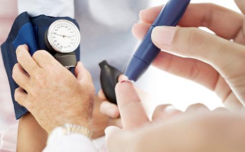 Một số điểm cần lưu ý khi điều trị bệnh tiểu đường ở người già