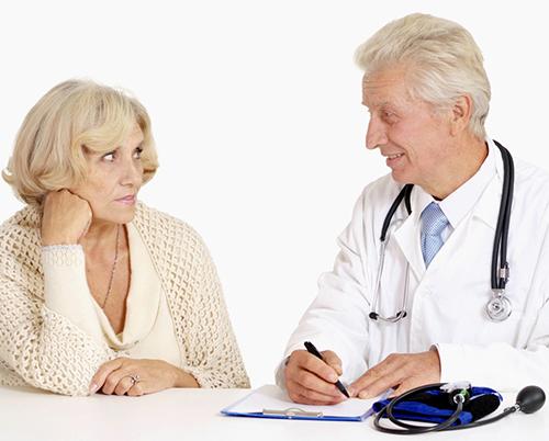 Những lưu ý trong điều trị ho ở người cao tuổi