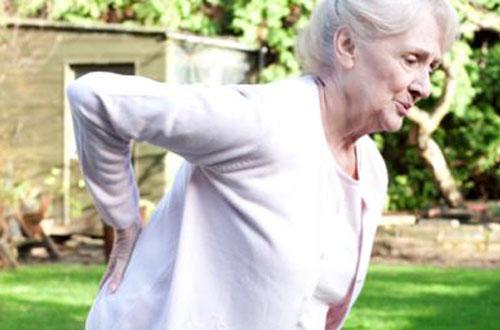 Điểm mặt những cách chữa bệnh đau lưng ở người già hiệu quả tức thì