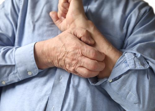 Các triệu chứng nhẹ và thường không đặc hiệu và có thể liên quan đến nhiều nguyên nhân