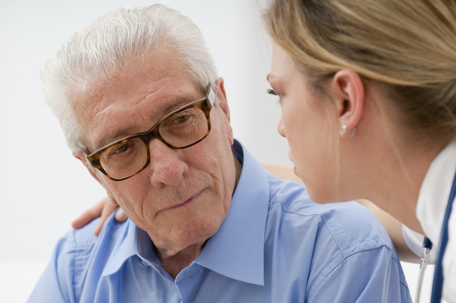 Tiểu máu ở người cao tuổi: Dấu hiệu cảnh báo nhiều bệnh lý nguy hiểm
