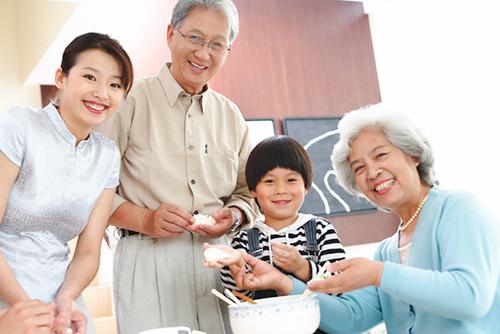 Cần quan tâm hơn trong việc chăm sóc sức khỏe người cao tuổi