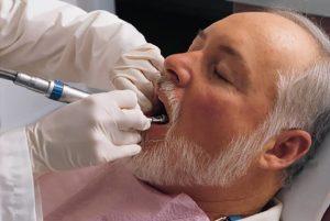 Những vấn đề răng miệng thường gặp ở người cao tuổi