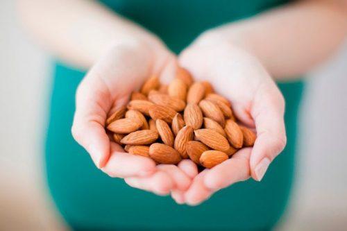 Tăng cường ăn hạt và hạn chế tối đa bánh kẹo