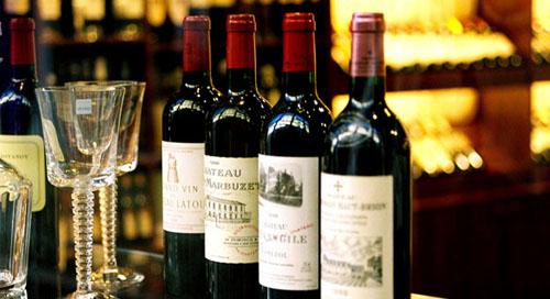 Rượu vang cũng là một lựa chọn được nhiều người sử dụng để làm quà biếu Tết