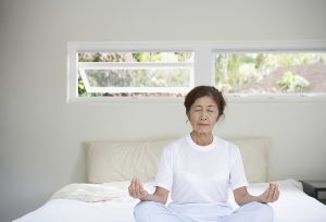 Một số biện pháp cải thiện tình trạng mất ngủ ở người cao tuổi